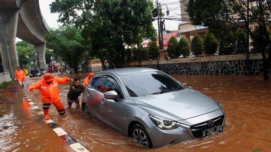 Dorong, bila ingin memindahkan mobil saat banjir
